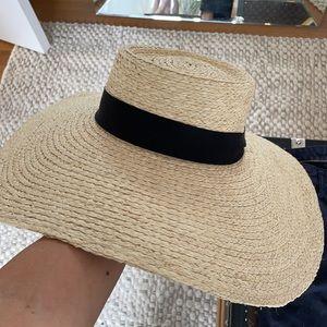 Aritzia 'sightsee' sand sable hat size M/L